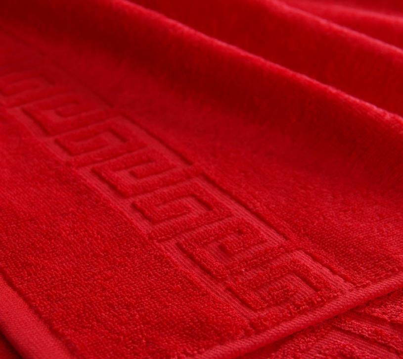 Полотенце махровое. Цвет красный