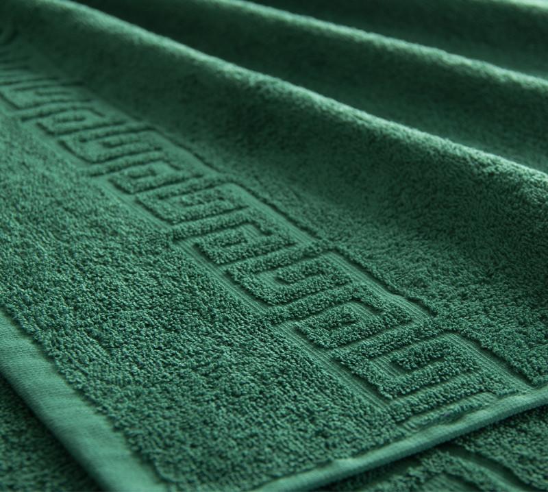 Полотенце махровое. Цвет тёмно-зелёный